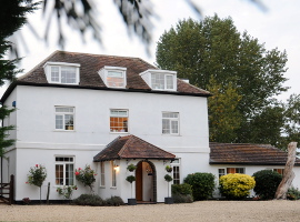 Big houses in the UK to rent or hire for parties sleeping 16