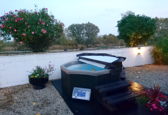 Hot tub can be hired